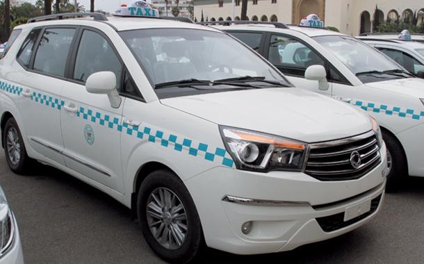 وزارة المالية تجمد الدعم المخصص لتجديد أسطول سيارات الأجرة