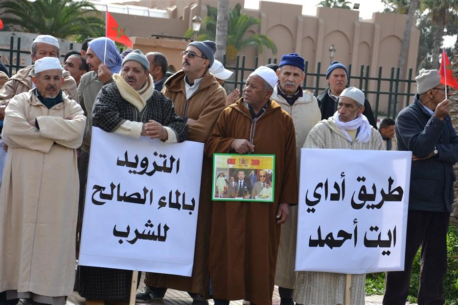 """تيزنيت : ساكنة أربعاء أيت أحمد ترفع شعار """"إرحل"""" في وجه المسؤولين"""