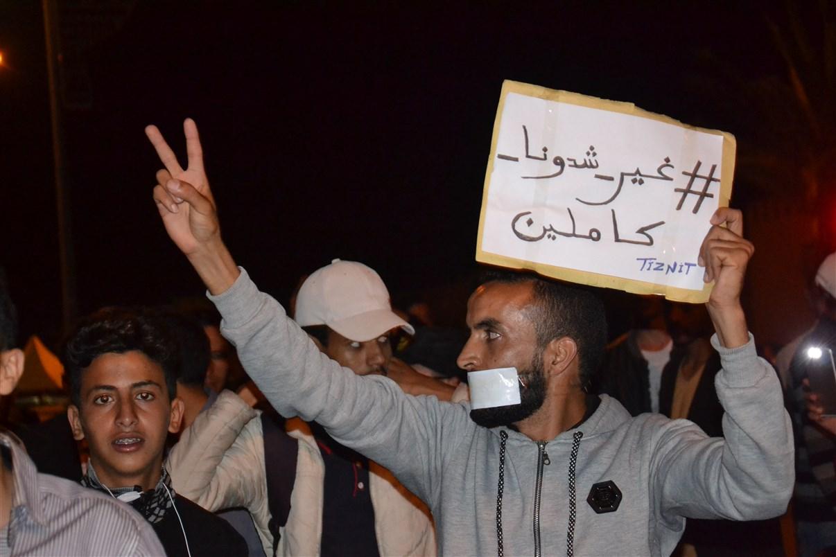 بالفيديو : مسيرة احتجاجية بتزنيت تُطالب بالتراجع عن الأحكام ضد معتقلي الريف