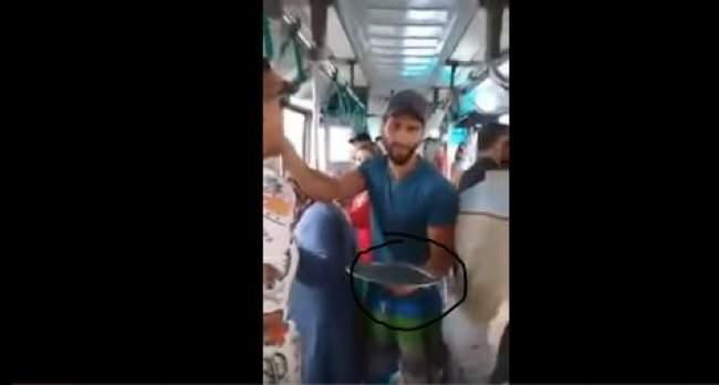 فيديو .. السخرية من البرلمانيين تصل حافلات النقل العمومي