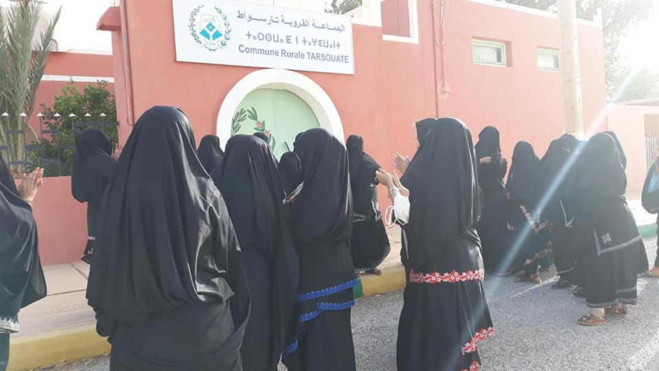 تافراوت : نساء أمانوز في وقفة احتجاجية أمام مقر جماعة  تارسواط