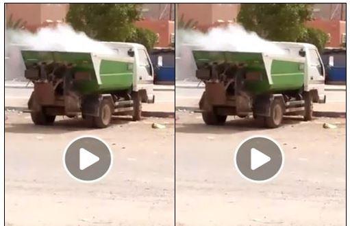 أولاد جرار : مختل عقلي يضرم النار في شاحنة للنفايات تابعة لجماعة الركادة ( فيديو )
