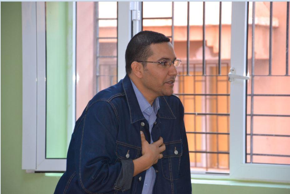"""الإعلامي """"عبد اللطيف بن الطالب"""" يؤطر ورشة تكوينية حول الصحافة لفائدة تلامذة رسموكة"""