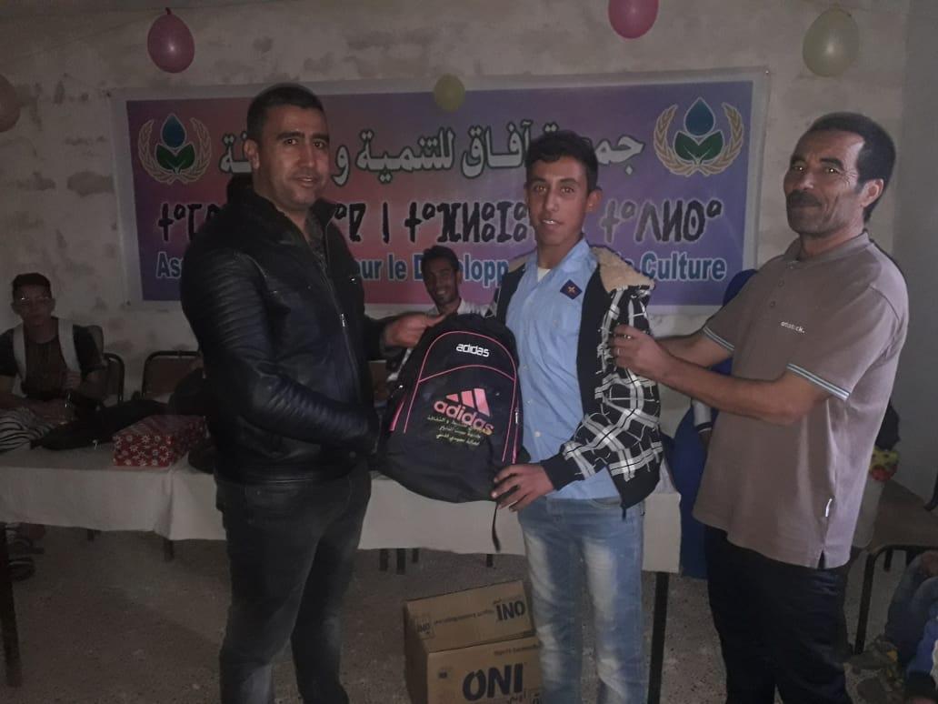 """سيدي إفني : جمعية """" الأفاق """" بسبت النابور تنظم حفلا تربويا و توزع أدوات مدرسية على تلامذة التعليم الأولي"""