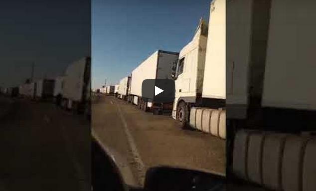 فيديو:صرخة السائقين المهنيين من النقطة الحدودية الكركارات