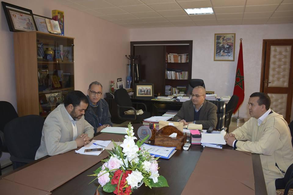 تيزنيت :  رئيس الجماعة بعقد لقاء مع جمعية مجلس المركز التربوي العين الزرقاء