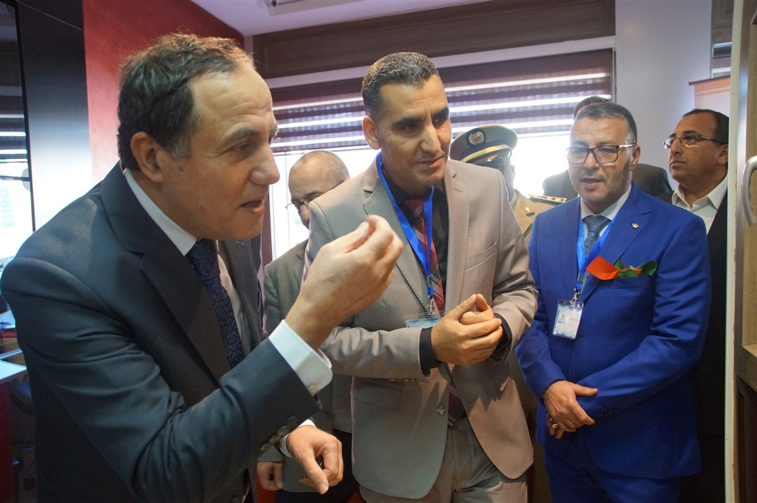 """بالصور و الفيديو ..رائد النجارة العصرية بالمغرب """"EURO-PVC""""يوطد تواجده بتيزنيت ويُعيد افتتاح وكالته بحضور عامل الإقليم"""