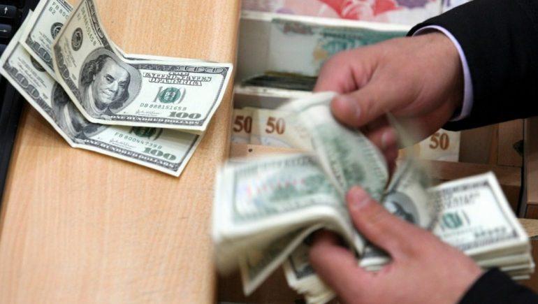 رجل أعمال شهير يفقد مليار دولار في دقيقتين