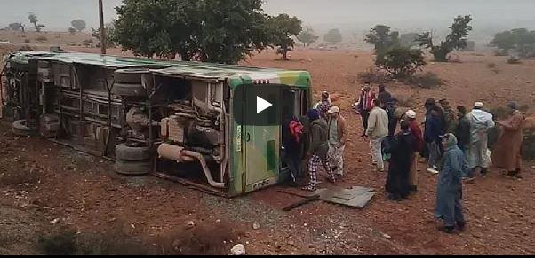 فيديو حادثة انقلاب حافلة للنقل العمومي و الذي خلّف إصابات متفاوتة الخطورة