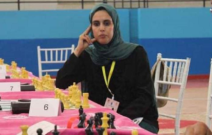 """تيزنيت : """"ءامنة باموس"""" تلتحق بدولة الامارات العربية المتحدة  لتدريب نادي العين الإماراتي للثقافة والشطرنج"""