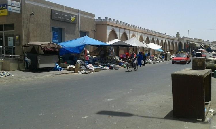 """تيزنيت : """" العيساوي """" يزرع الرعب بشارع سيدي عبد الرحمان وسط صمت الجهات الوصية"""