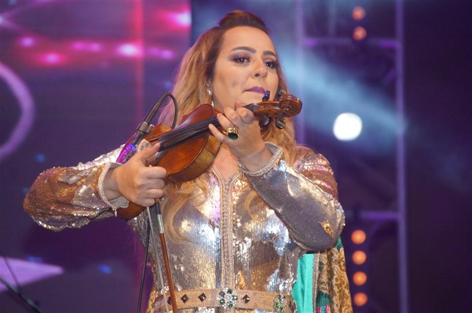 تيزنيت : زينة الداودية تلهب حماس جمهور منصة مهرجان تيمزار في نسخته العاشرة