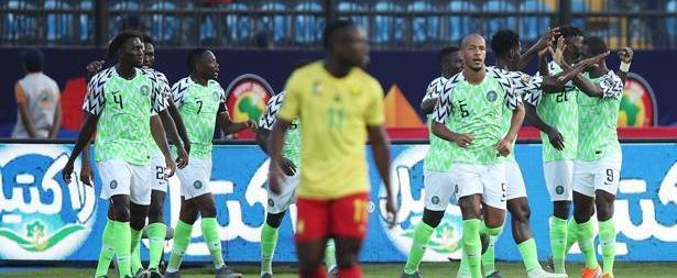 """نيجيريا تخرج الكامرون """"حامل اللقب"""" من منافسات الكان وتتأهل للربع"""