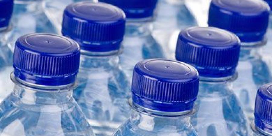 """""""الصحة العالمية"""" تحسم بشأن خطورة """"البلاستيك"""" في مياه الشرب"""