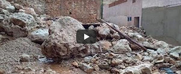 فيديو : شاهد لحظات تحبس الانفاس أثناء فيضان واد مليل حاملا معه كتلا من الأحجار والأتربة