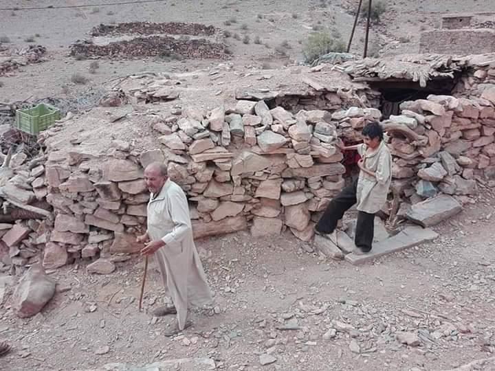 كلميم :أهل الكهف.. اكتشاف أسرة فقيرة تعيش داخل كهف في ظروف معيشية تعيدنا إلى القرون الوسطى ( صور + فيديو )