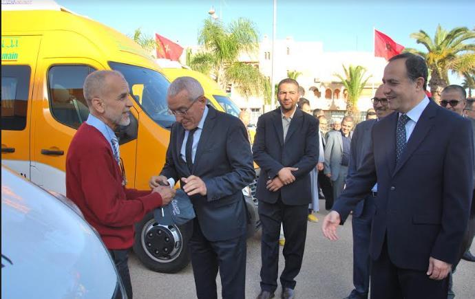 تيزنيت : بالصور ..عامل الإقليم يشرف على تسليم ست حافلات للنقل المدرسي لست جماعات ترابية