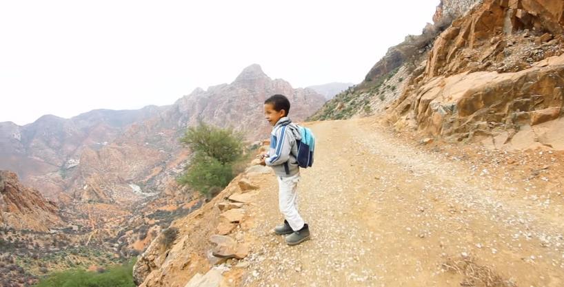 فيديو ..أطفال بأيت أحمد يقطعون كيلومترات كثيرة كل يوم لبلوغ المدرسة