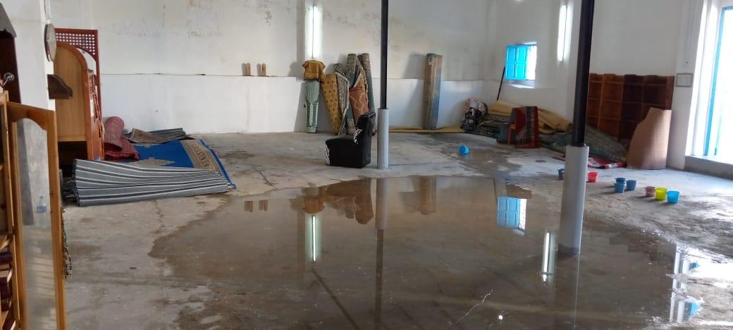 سيدي إفني : تقاطر سقف مسجد بمياه الأمطار يـُثير استياء المصلين