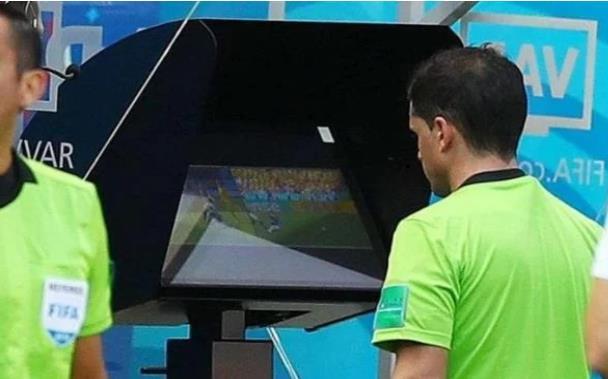 """جامعة الكرة تحدد موعد تطبيق تقنية الـ""""VAR"""" بالبطولة الوطنية"""
