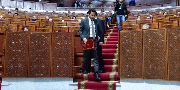 """وزير المالية يقيد""""سيبة"""" الصفقات العمومية بفرض إجراءات جديدة"""