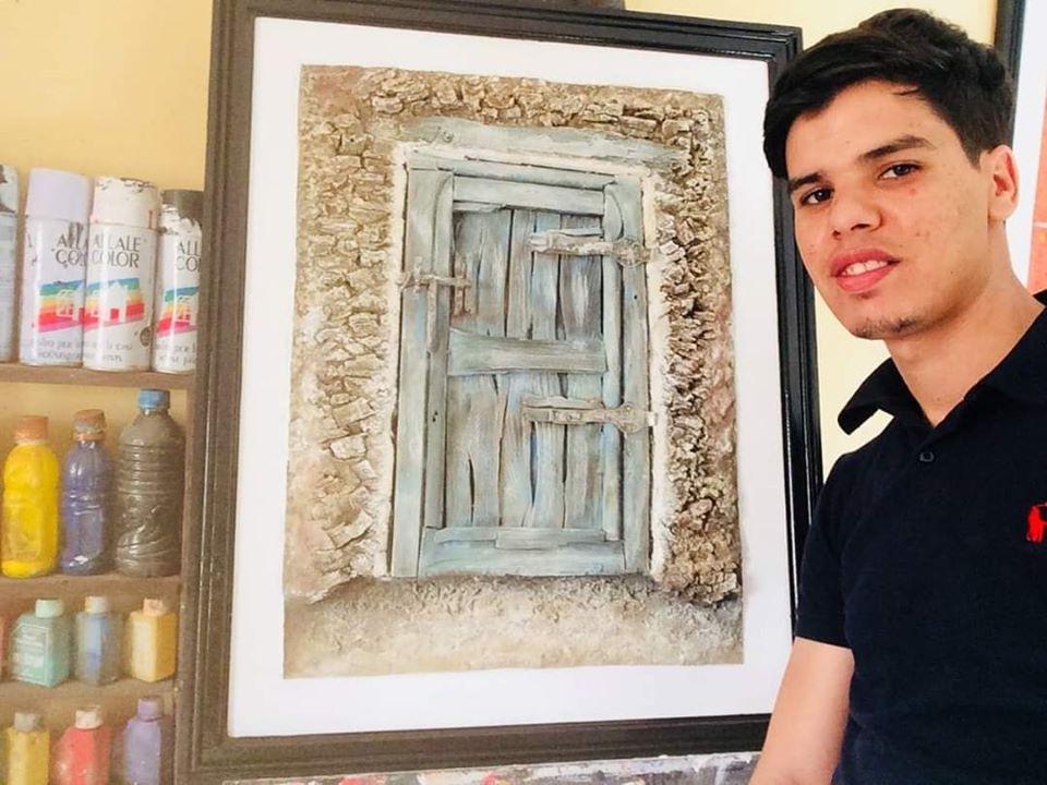 تيزنيت : « أحمد بن أحمد » سليل أيت الرخا ..فنان تشكيلي شاب يشق طريقه بعصامية متحدياً كافة العراقيل