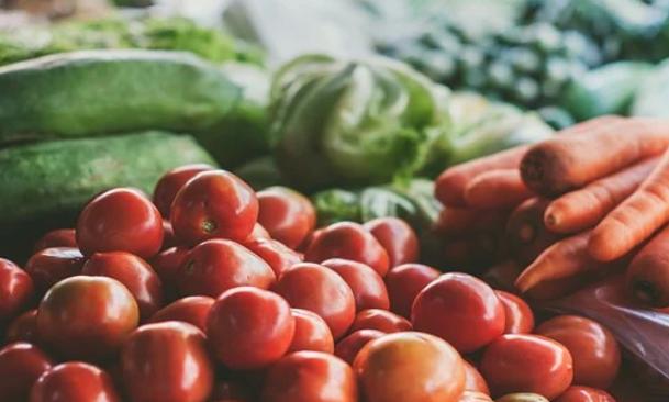 وزارة الفلاحة : الإنتاج الفلاحي مستمر بشكل عاد والسوق مزود بشكل كاف بالمنتجات الغذائية