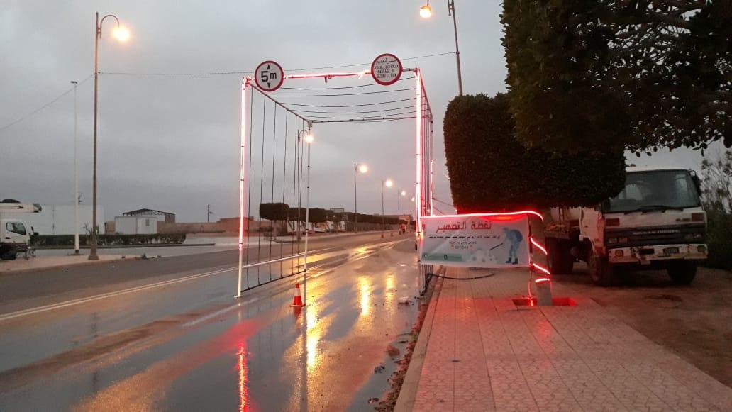 تيزنيت :افتتاح ممر لتعقيم وسائل النقل العابرة بالمدخل الشمالي للمدينة