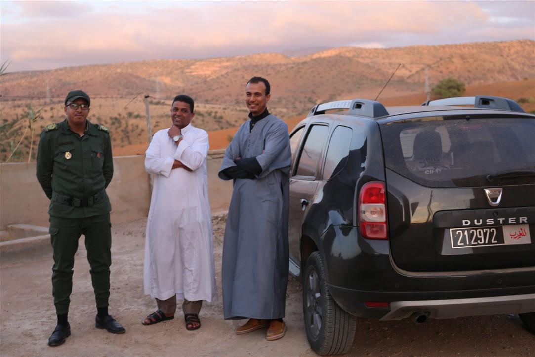 رسموكة : قائد و أعوان و قوات مساعدة.. تنسيق متكامل لمواجهة الوباء في معبر حدودي إلى الإقليم